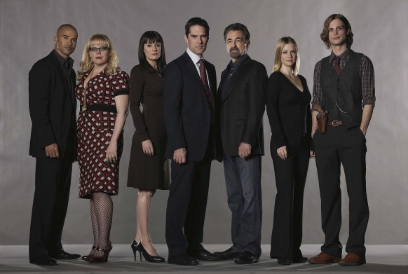 Criminal Minds--From left: Shemar Moore, Kirsten Vangsness, Paget Brewster, Thomas Gibson, Joe Mantegna, AJ Cook and Matthew Gray Gubler of the CBS drama CRIMINAL MINDS which airs Wednesdays 9:00-10:00 PM, ET/PT on the CBS Television Network. Photo: Frank Ockenfels/CBS ©2008 CBS Broadcasting Inc. All Rights Reserved